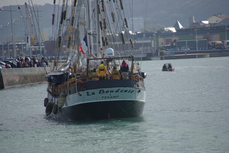 Arrivée de la Boudeuse dans le port de Fécamp dimanche 18 octobre. Crédits : CNES/J. Watelet.