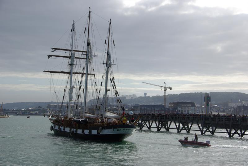 Arrivée de la Boudeuse dimanche dans le port de Fécamp. Crédits : CNES/J. Watelet.