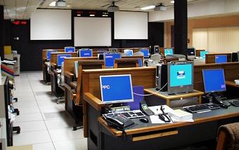 Salle de contrôle CADMOS de DECLIC au CNES à Toulouse. Crédits : CNES.